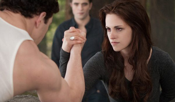 Arm wrestling in Breaking Dawn Part 2