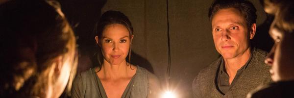 Ashley Judd and Tony Goldwyn in Divergent