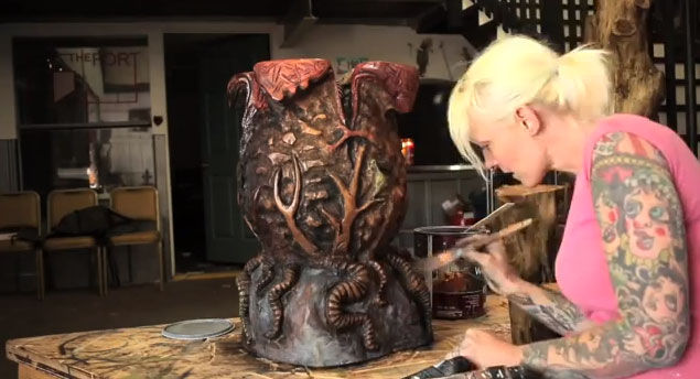 Facehugger Coffee Table Griffon Ramsey