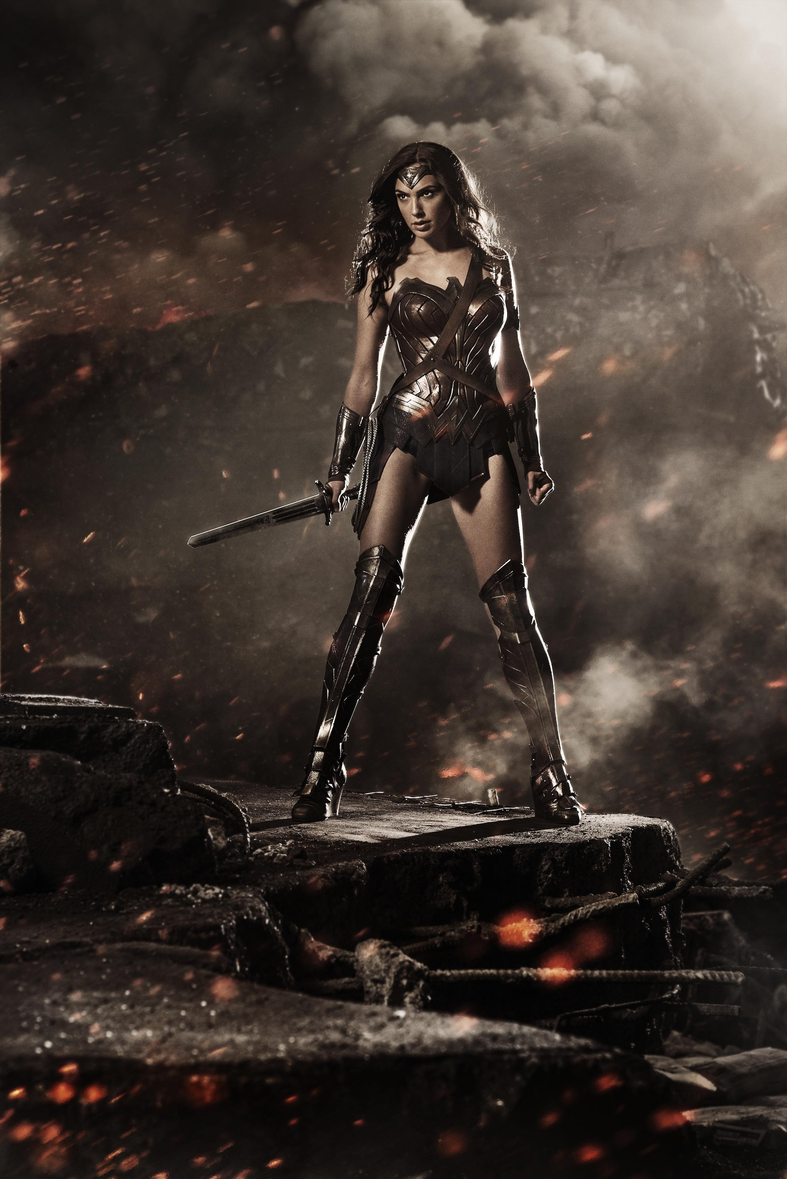 Here's Your First Look At a Badass Wonder Woman In 'Batman v Superman: Dawn of Justice'...