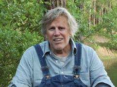 Piranha 3Dd: Gary Busey Bloopers (Featurette)