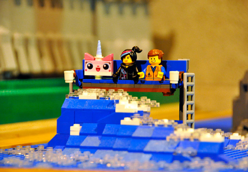 A Chat with 'The Lego Movie' Star Elizabeth Banks--and You ...