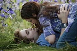 Kristen Stewart and Robert Pattinson in Eclipse