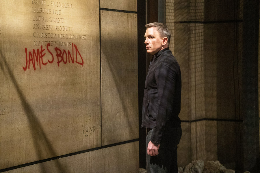 "Daniel Craig Says ""Yes,"" He's Returning as James Bond"