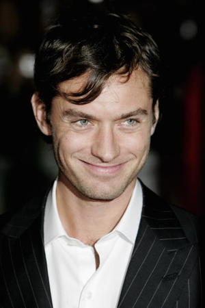 """Breaking and Entering"" star Jude Law at the London premiere."
