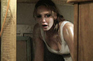 Jennifer Lawrence, Elizabeth Shue in First Trailer for 'House at the End of the Street'