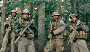 Peter Berg, Mark Wahlberg Star in Stirring 'Lone Survivor' Behind-the-Scenes Feature