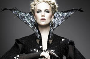 Daily Recap: Kristen Stewart, Charlize Theron 'Huntsman' Showdown and Catherine Zeta-Jones Joins 'Red 2'