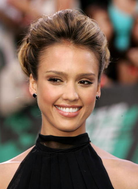 Jessica Alba the 2006 MTV Movie Awards in California.