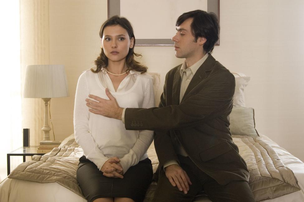 Virginie Ledoyen as Judith and Emmanuel Mouret as Nicolas in