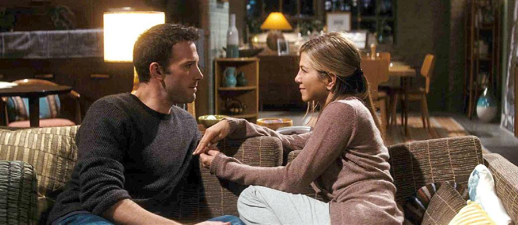 Ben Affleck as Neil and Jennifer Aniston as Beth in