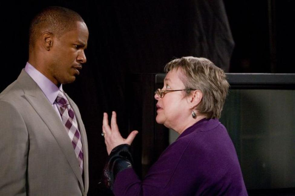 Jamie Foxx as Kelvin Moore and Kathy Bates as Susan in