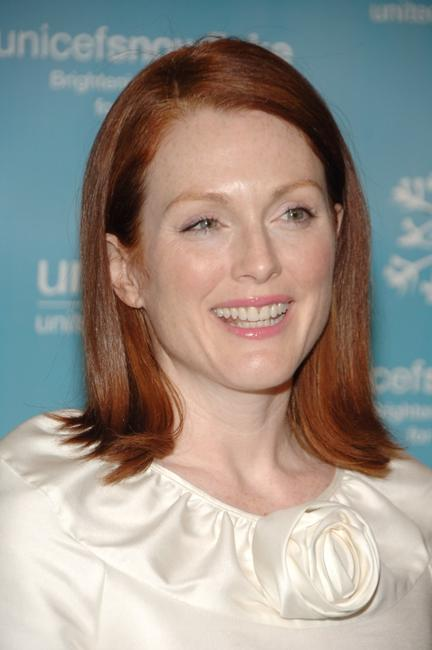 Julianne Moore at the UNICEF 2007 Snowflake Ball.
