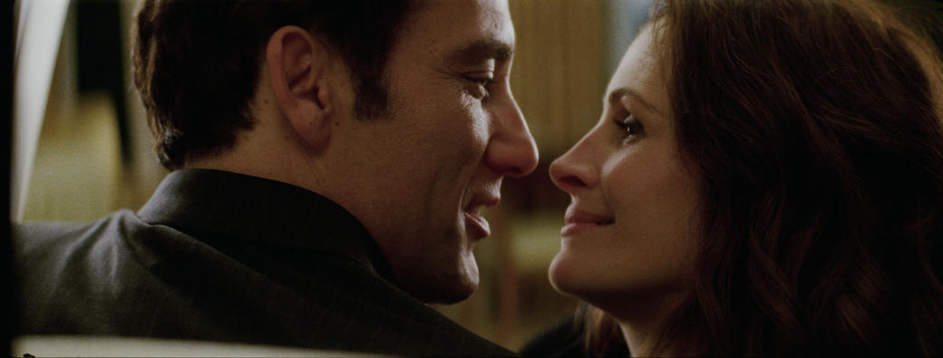 Clive Owen and Julia Roberts in