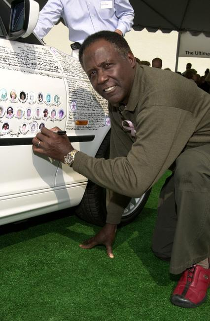 Richard Roundtree at the BMW Ultimate Drive, signs the BMW signature car.