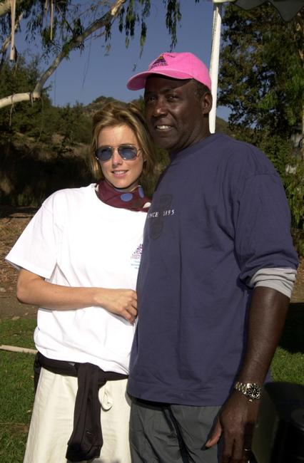 Richard Roundtree and Tea Leoni at the Sixth Annual Take-A-Hike for breast cancer research.