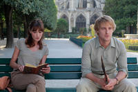 Carla Bruni as Museum Guide and Owen Wilson as Gil in