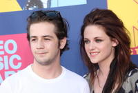 Michael Angarano and Kristen Stewart at the 2008 MTV Video Music Awards.