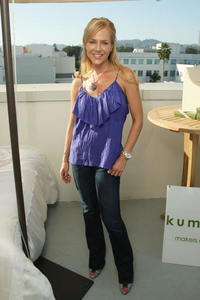 Julie Benz at the 2008 Pre-Emmys DPA Gifting Lounge at Luxe Hotel.