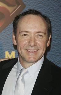 Kevin Spacey poses as he arrives to attend the premiere of the Bryan Singer's film