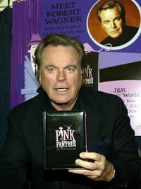 Robert Wagner signs copies of the Pink Panther DVD set at the J&R Music World.