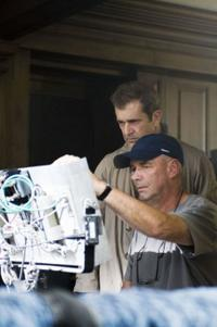 Mel Gibson and Martin Campbell on the set of