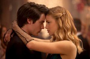 'Vampire Academy' Fans Sink Their Teeth into New Images
