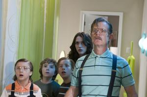 """Jake Short as Nose Noseworthy, Trevor Gagnon as Loogie, Jimmy Bennett as Toe Thompson, Kat Dennings as Stacey Thompson and William H. Macy as Dr. Noseworthy in """"Shorts."""""""