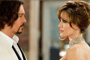"""Angelina Jolie as Elise and Johnny Depp as Frank in """"The Tourist"""""""