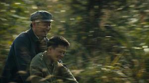 """Wang Jinchun and Wenqing Liu in """"11 Flowers."""""""