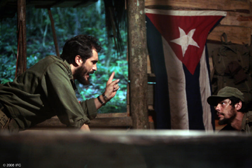 Demian Bichir as Fidel Castro and Benicio Del Toro as Che in