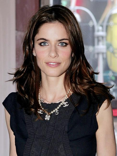 Amanda Peet at the MTV's Total Request Live.