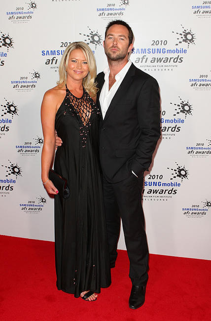 Jo Beth Taylor and Sullivan Stapleton at the 2010 Samsung Mobile AFI awards in Australia.