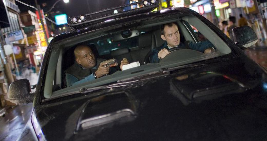 Forest Whitaker as Jake and Jude Law as Remy in