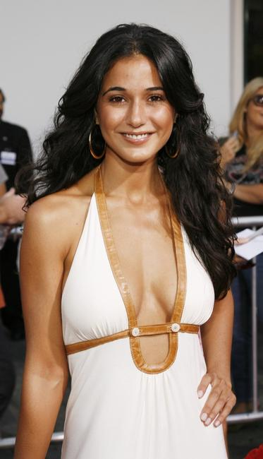 Emmanuelle Chirqui at the premiere of