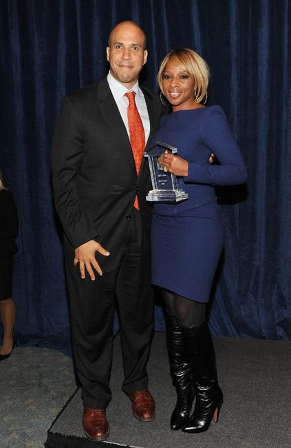 Cory Booker and Mary J. Blige at the HELP USA 2010 Domestic Violence Graduate Scholarship Awards luncheon.
