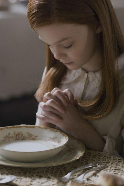 Elle Fanning as the young Daisy in