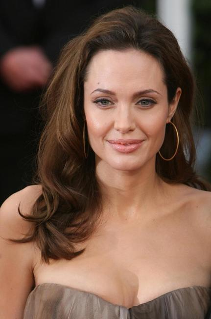 Angelina Jolie at the red carpet of 14th Screen Actors Guild Awards.