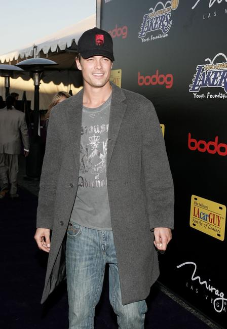 Josh Duhamel at the Los Angeles Lakers 3rd Annual Mirage Las Vegas Casino Night.