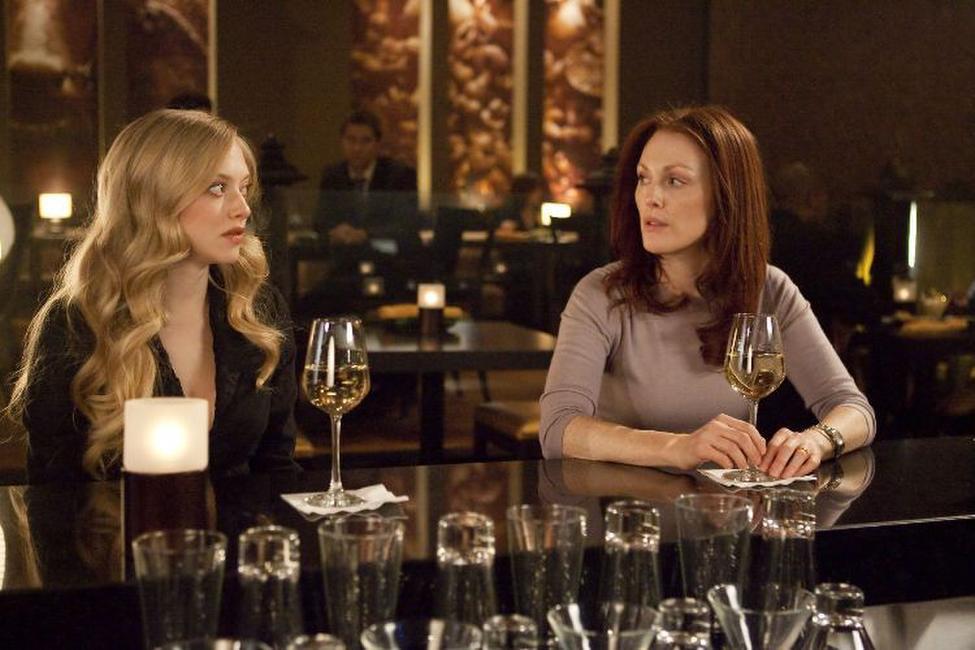 Amanda Seyfried as Chloe and Julianne Moore as Catherine Stewart in