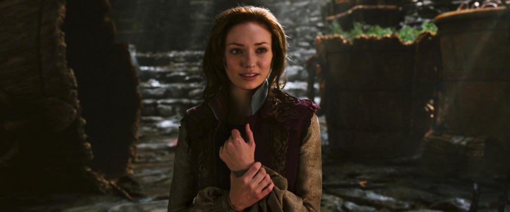 Eleanor Tomlinson as Isabelle in