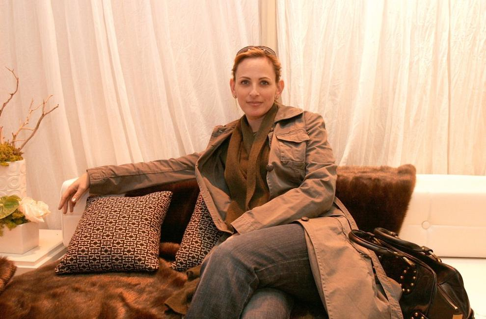 Marlee Matlin luxuriates at the InStyle Golden Globe Suite.