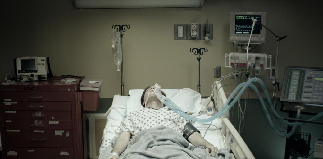 Noah (Josh Danziger) in the hospital in
