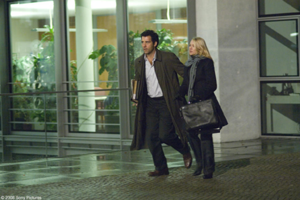 Clive Owen and Naomi Watts in