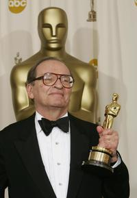 Sidney Lumet at the Kodak Theater in Hollywood with his Oscar for Lifetime Achievement.