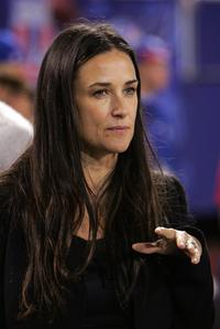 Demi Moore at the start of the game between Philadelphia Eagles and New York Giants.