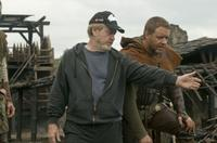Director/producer Ridley Scott and Russell Crowe on the set of
