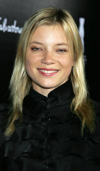 Amy Smart at the Rodeo Drive walk of style awards ceremony.