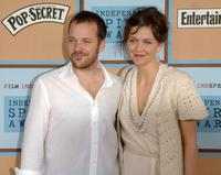 Peter Sarsgaard and Maggie Gyllenhaal at the Film Independent's 2006 Independent Spirit Awards.