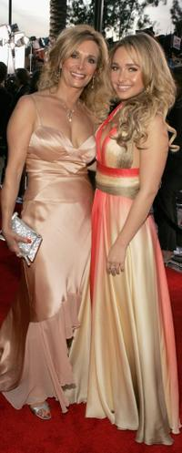 Hayden Panettiere and her mother at the 33rd Annual People's Choice Awards.
